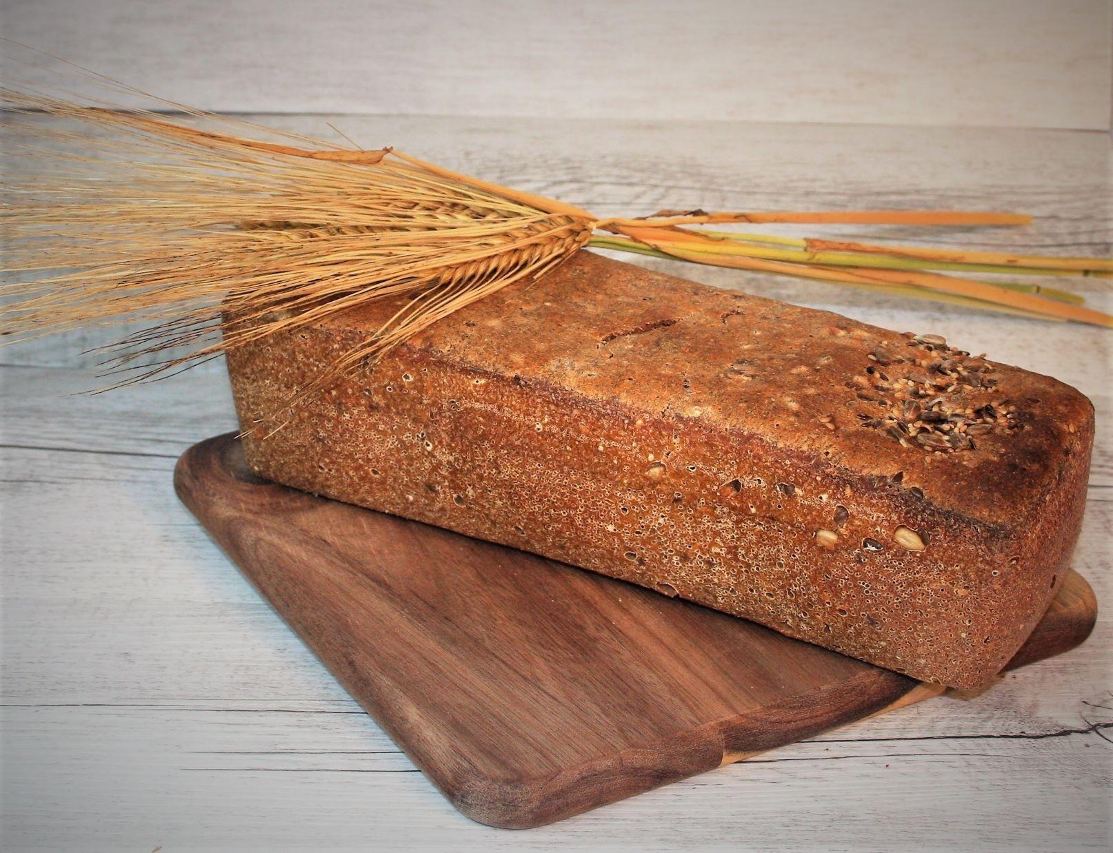 Kváskový špaldový 100% celozrnný chlieb s 3-druhmi zŕn