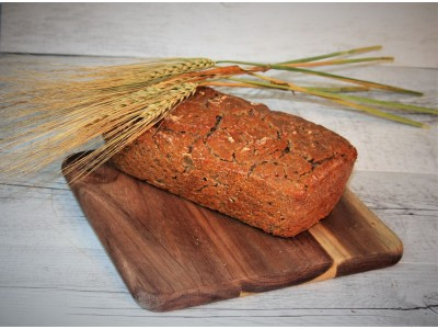 Kváskový pšenično-špaldovo-jačmenný chlieb